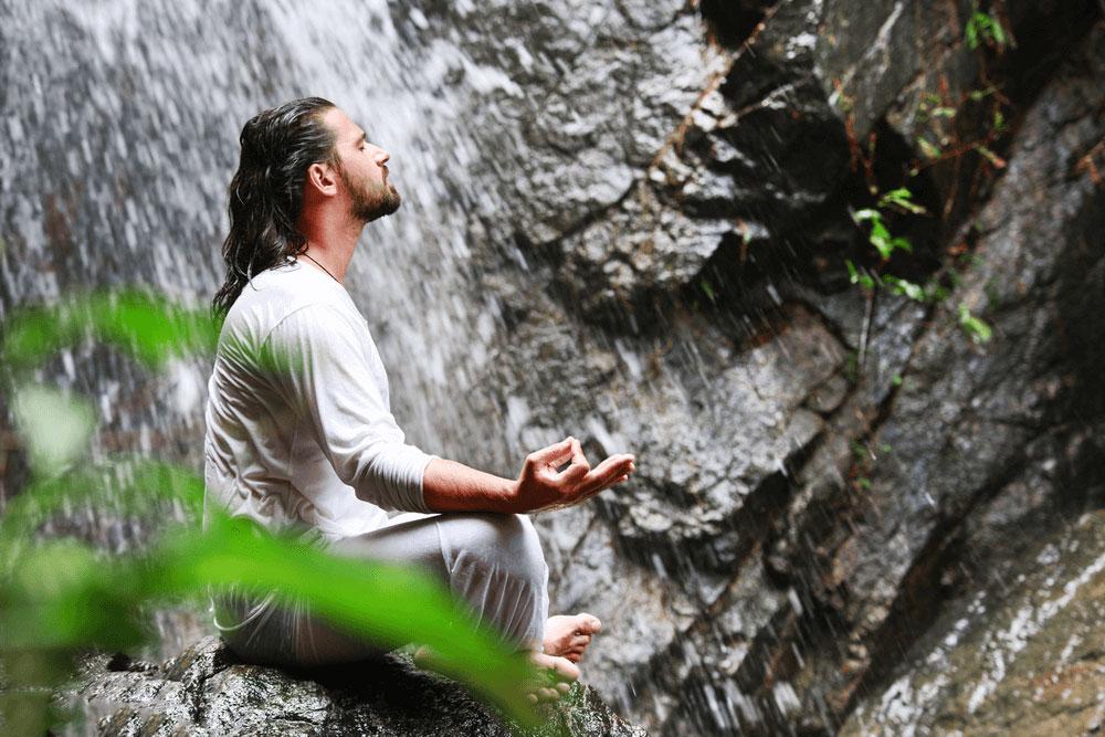 Meditáló férfi