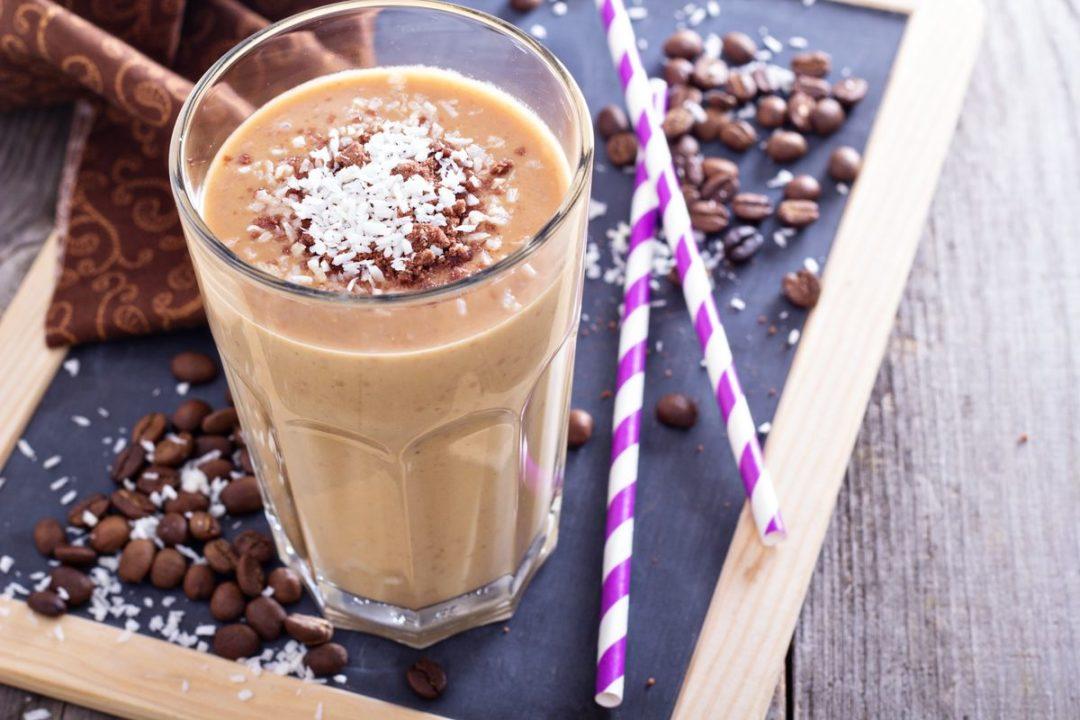 Kakaós mocha superfood smoothie az egészséges belsőért és a gyönyörű külsőért!