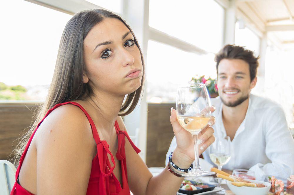 randevú jelek, ő nem érdekli
