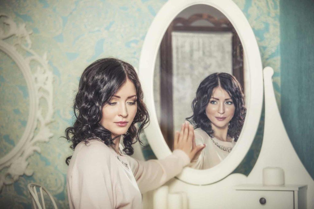 tükör nő