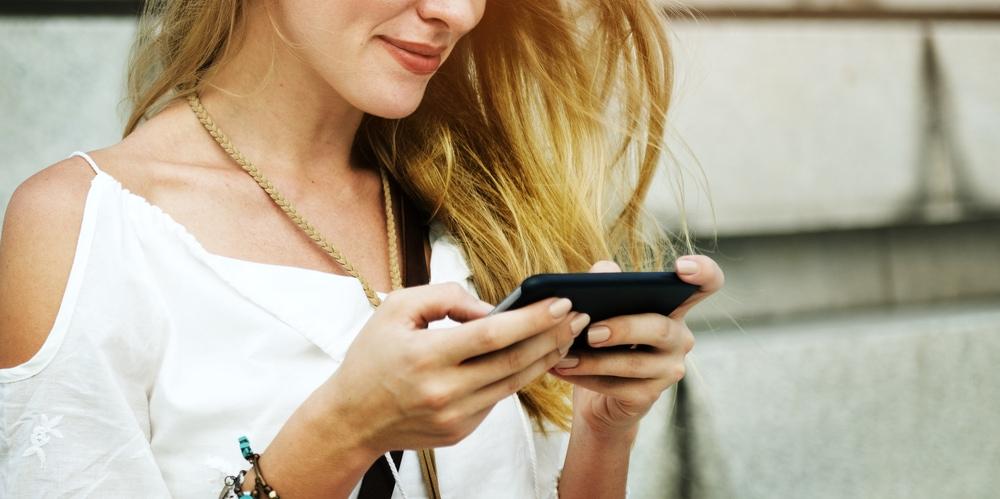 társkereső applikáció nő telefon