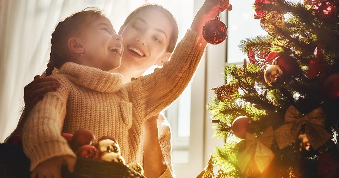 Ez a karácsony sokaknak más lesz, mint a többi – 7 jó tanács világhírű életvezetési tanácsadóktól a közelgő ünnepekre!